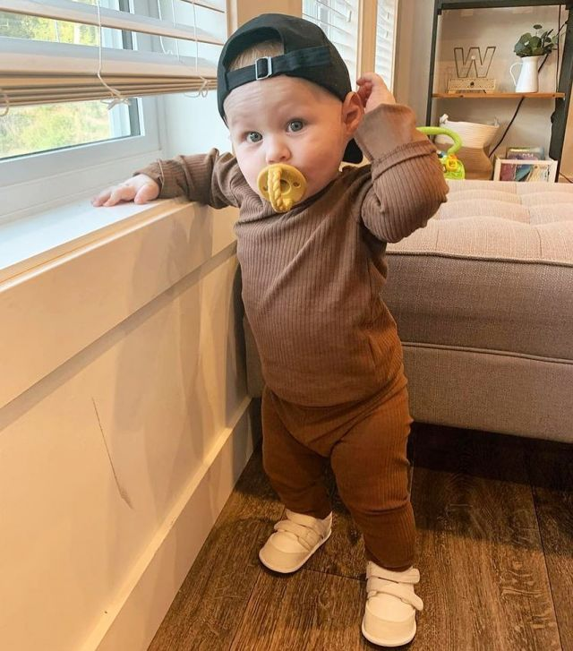 This cutie clearly rocking the September look in his J&L shoes 🤩😍 Who's ready for the weekend? We know we are 🤫   📸 @thatmessymama  #jackandlilyshoes #babyshoes #falliscoming #outfitoftheday