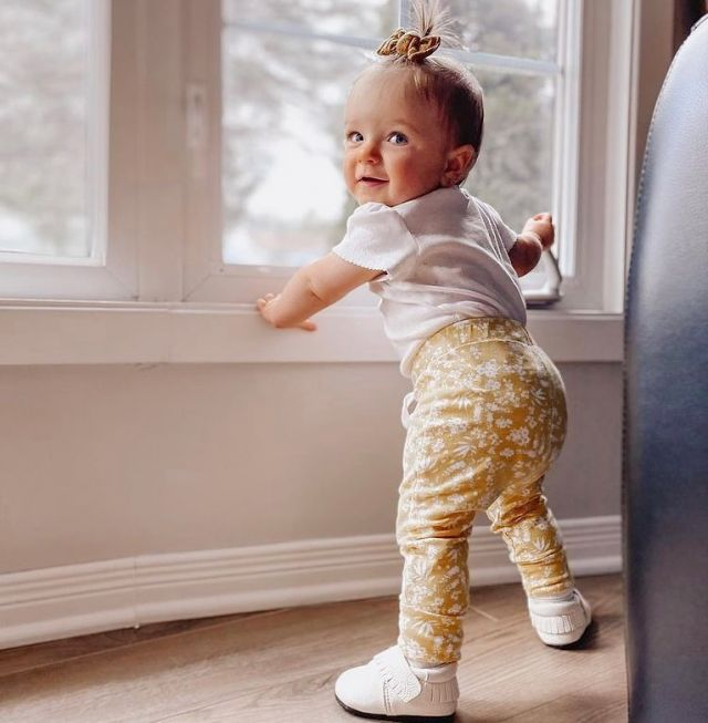 Fall mornings are the best ✨🍂 especially after putting on your J&L shoes   📸 @vannberube  #jackandlilyshoes #babyshoes #fallishere #fallmornings